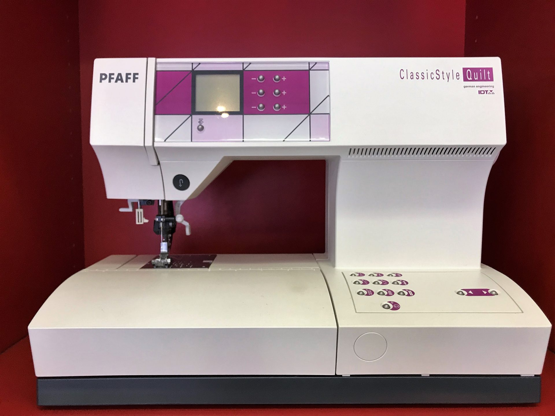 PFAFF ClassicStyle Quilt 2027 - 415 €