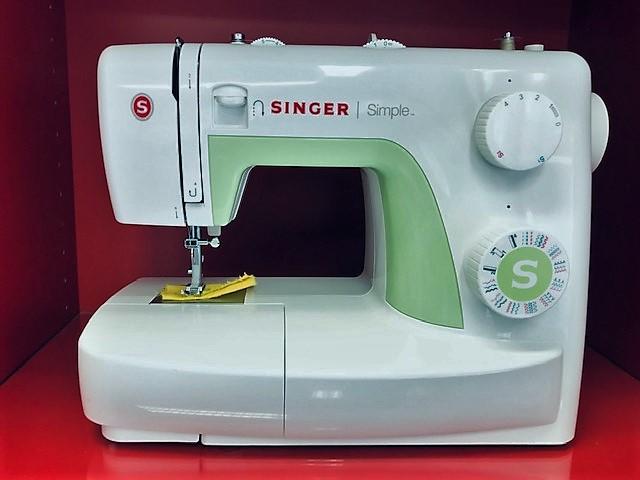 SINGER Simple  3229  -  125€
